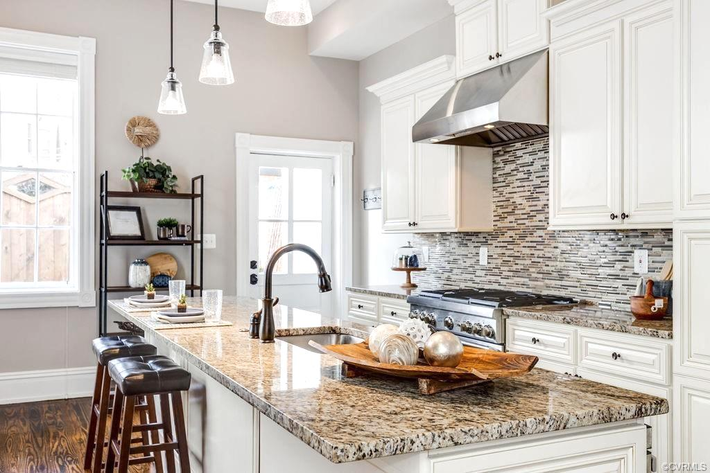 The 3 Ds of Home Staging; Declutter kitchen island